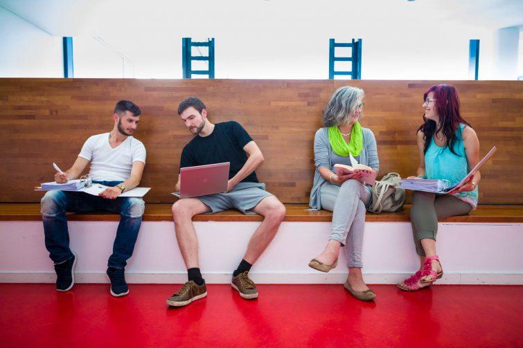 Corporate photography: exchange among students | © Eric Shambroom Photography